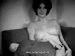 Güzel kadınlar, Büyük göğüsler, Esmerler, Meme uçları