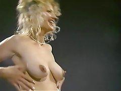 Güzel kadınlar, Büyük göğüsler, Sarışınlar, Meme uçları