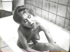 Pelose, Lesbiche, MILF, Sotto la doccia